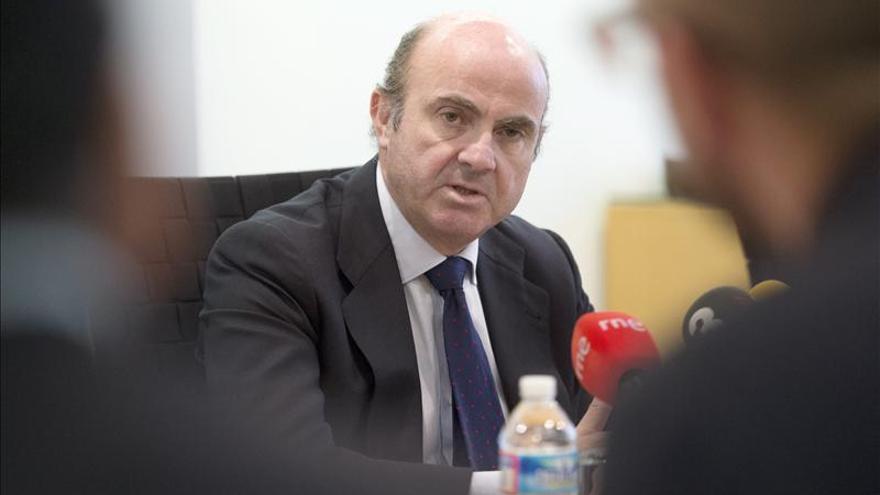 El ministro de Economía, Luis de Guindos, ha concedido una entrevista para hablar de su pasión por el fútbol.