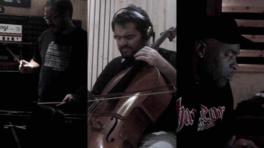Los músicos César Martín, Ciro Hernández y D.WattsRiot, de izquierda a derecha