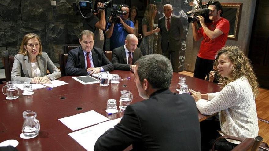 Reunión de representantes de Fomento y del Gobierno canario, este miércoles en Tenerife / Cristóbal García /EFE
