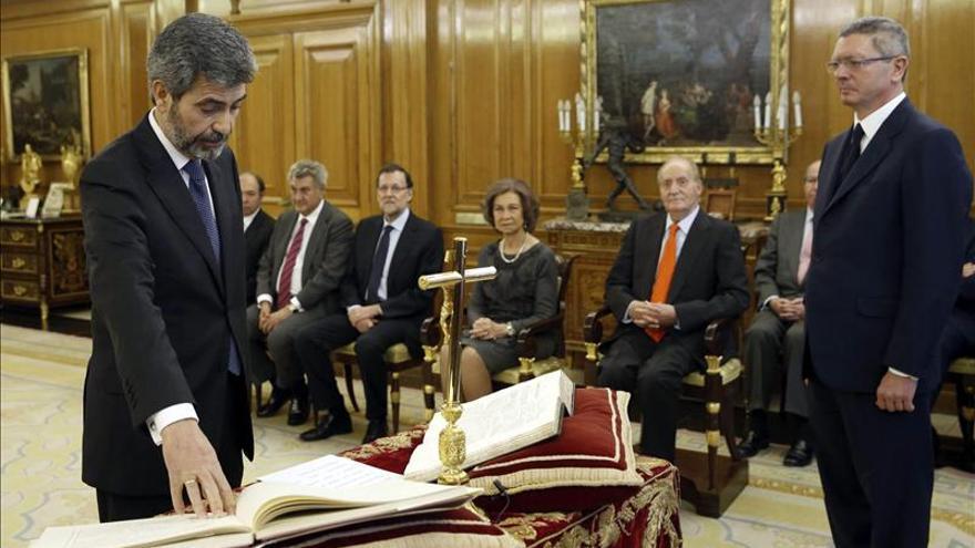 Carlos Lesmes jura en 2013 ante Rajoy y el rey Juan Carlos los cargos en los que todavía permanece: presidente del Tribunal Supremo y del CGPJ