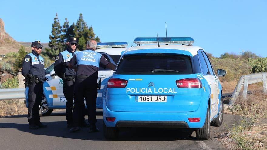 La Policía Local vigila la cumbre de Gran Canaria durante el incendio originado en Artenara