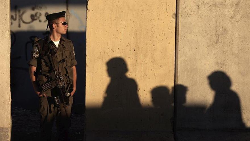 La Policía israelí detiene a 6 palestinos por incitación a la violencia y al terrorismo en Facebook