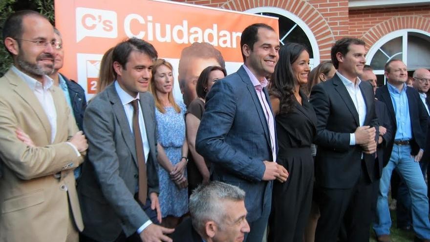 """Rivera afirma que la gente tiene """"más ganas de cambio que miedo"""" y que el domingo empieza una nueva etapa política"""