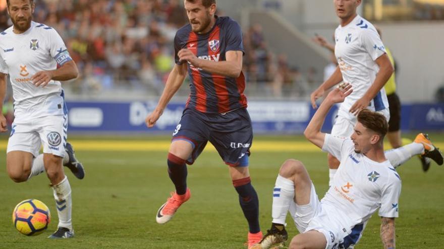 El Tenerife cae por tres puntos contra El Huesca