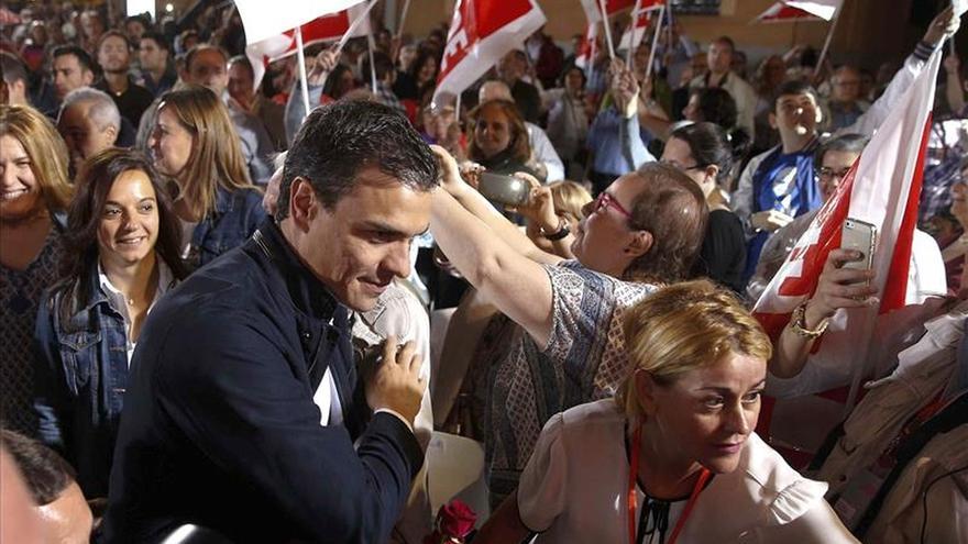 Pedro Sánchez pide a Rajoy que no recorte en la lucha contra la violencia machista
