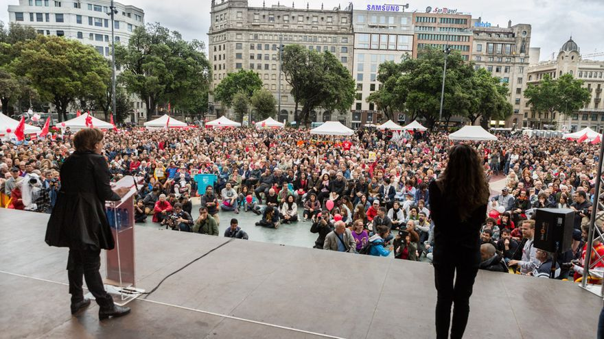 Ada Colau ha omplert la Plaça Catalunya en l'acte central de la seva campanya / ENRIC CATALÀ