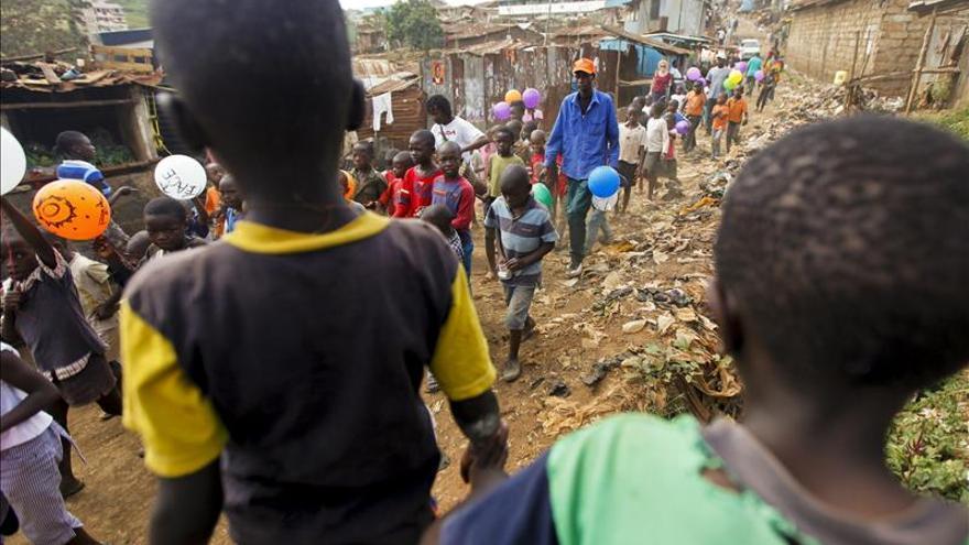 El Gobierno de Kenia prohíbe la adopción de niños a extranjeros