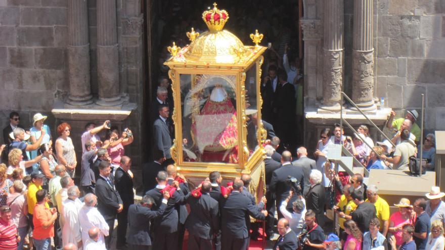 La Virgen en el momento de entrar en la parroquia matriz de El Salvador. Foto: LUZ RODRÍGUEZ