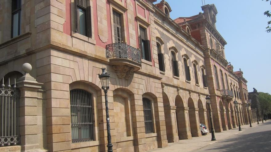 Puigdemont y los consellers se reúnen con los diputados de JxSí en el Parlament