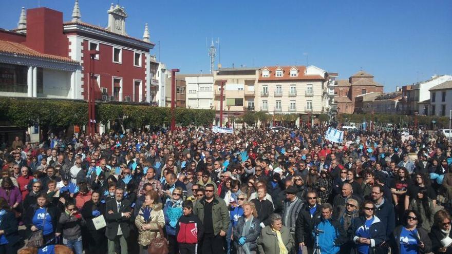 Miles de vecinos se concentraron el domingo en contra de la privatización del agua / Raúl Zarco