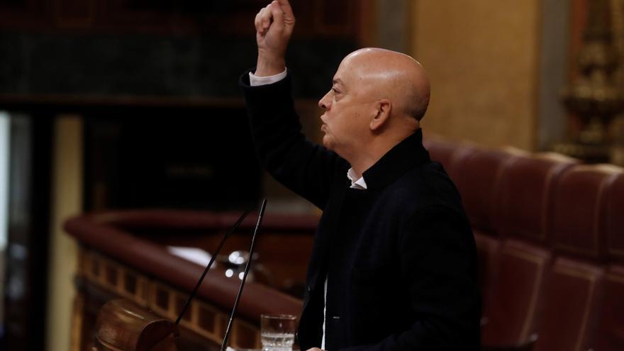 El PSOE y Vox se enzarzan en el Congreso por las críticas de exmilitares al Gobierno