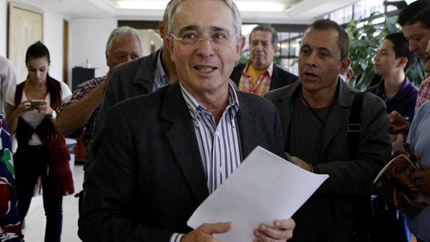 Uribe dice que si Santos no se hubiera apartado de su línea, ya habría paz
