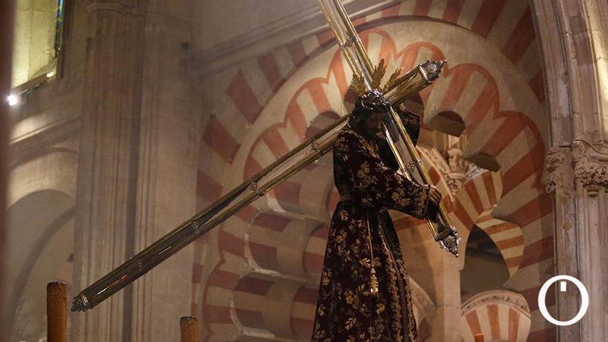Un Vía Crucis de la Agrupación de Cofradías marcado por la situación