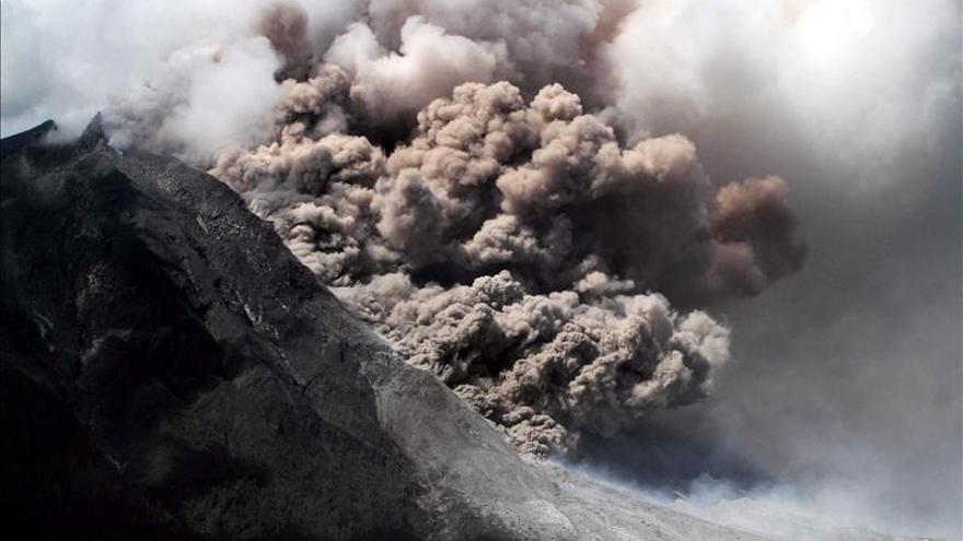 Más de 25.000 evacuados por el volcán Sinabung en Indonesia