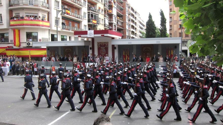 la afluencia del desfile de las fuerzas armadas en logroño según la