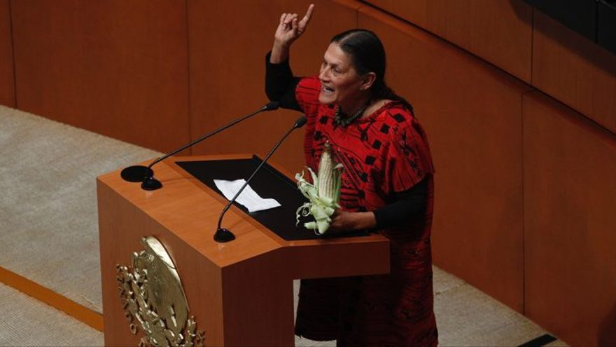 Jesusa Rodríguez, senadora electa por Morena, durante su toma de posesión en el Congreso mexicano