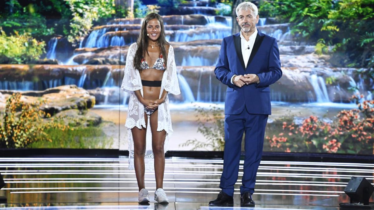 Melyssa, junto a Carlos Sobera en la final de 'Supervivientes 2021'