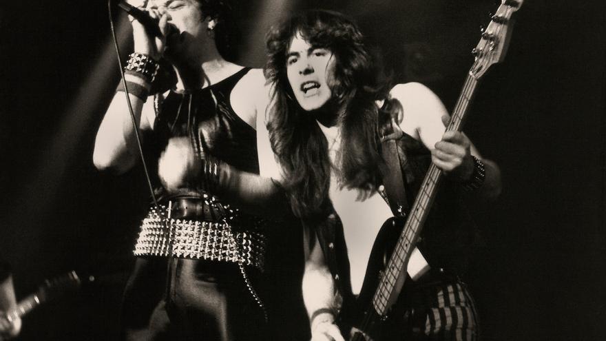 Iron Maiden en el Manchester Apollo en 1980 (Fuente: Wikipedia)
