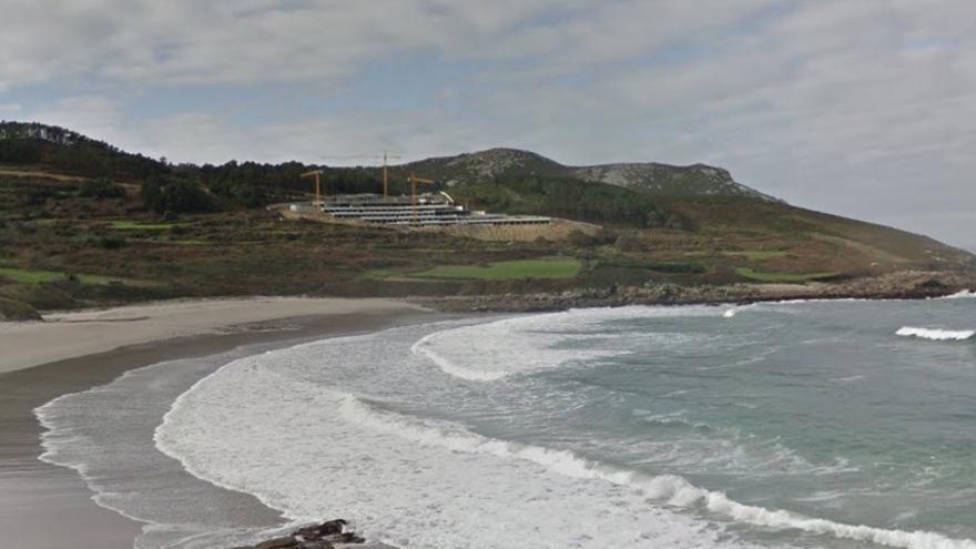 Obras del Parador de Muxía, en la Costa da Morte, sobre la playa de Lourido
