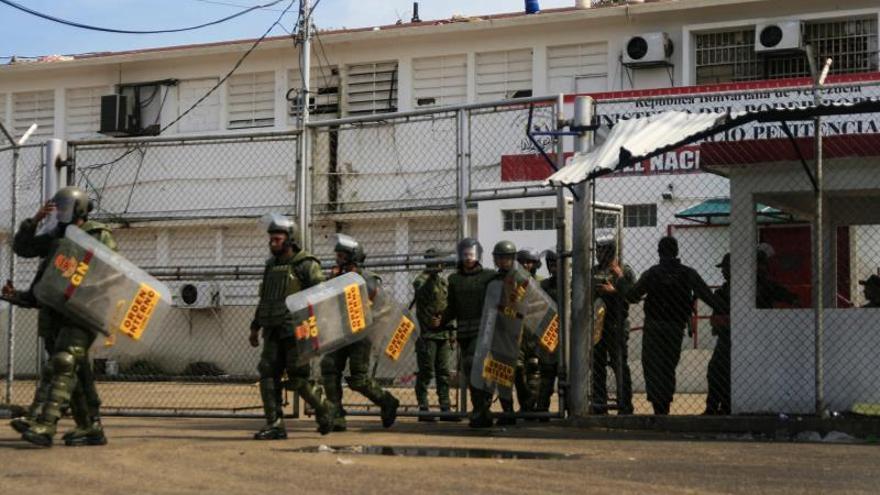 """Ministra venezolana admite que hay """"discotecas"""" dentro de las cárceles"""
