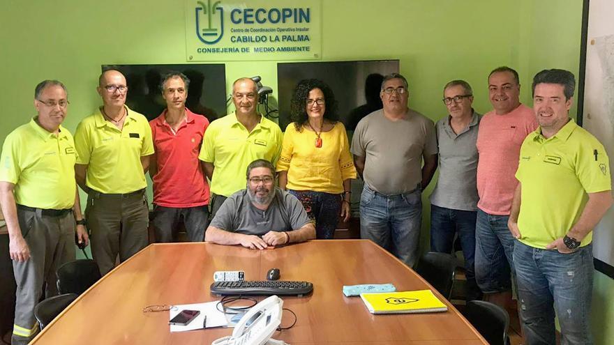 Francisco Manuel Hernández Pérez, Kiko (sentado), con otros miembros del Centro de Coordinación Operativa Insular (Cecopin).