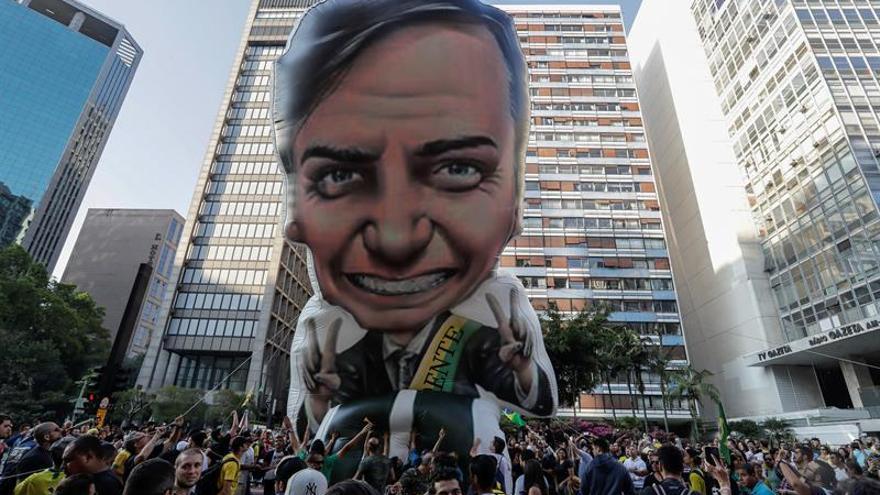 Bolsonaro sigue en cuidados intensivos y necesitará pasar por una nueva cirugía