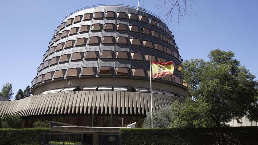 El Tribunal Constitucional suspende la reforma que permite la tramitación exprés del referéndum