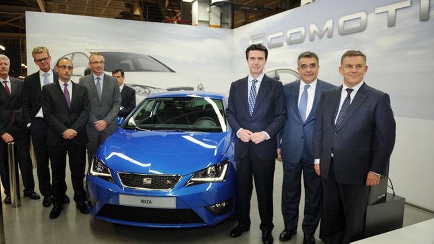 El exministro de Industria José Manuel Soria en una visita a instalaciones de SEAT.