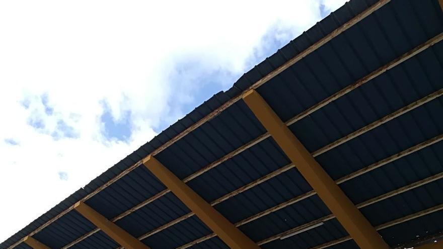 Grada del Estadio Insular afectada tras el temporal
