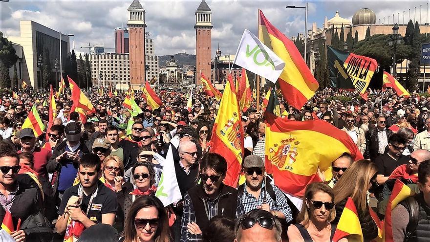 Vox concentra a miles de personas en el centro de Barcelona