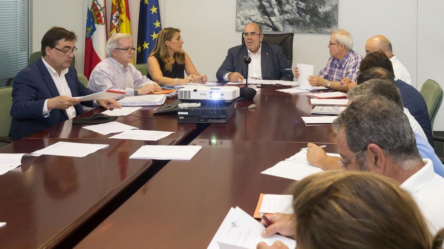El Gobierno de Cantabria estudia articular ayudas al sector industrial pesquero por el retraso del fondo europeo