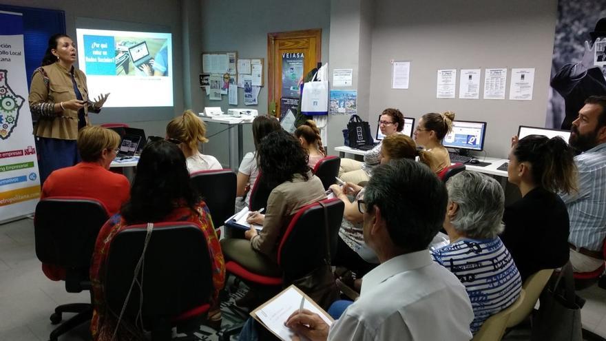 Diputación acerca el entorno web y las redes sociales a una veintena de empresarios