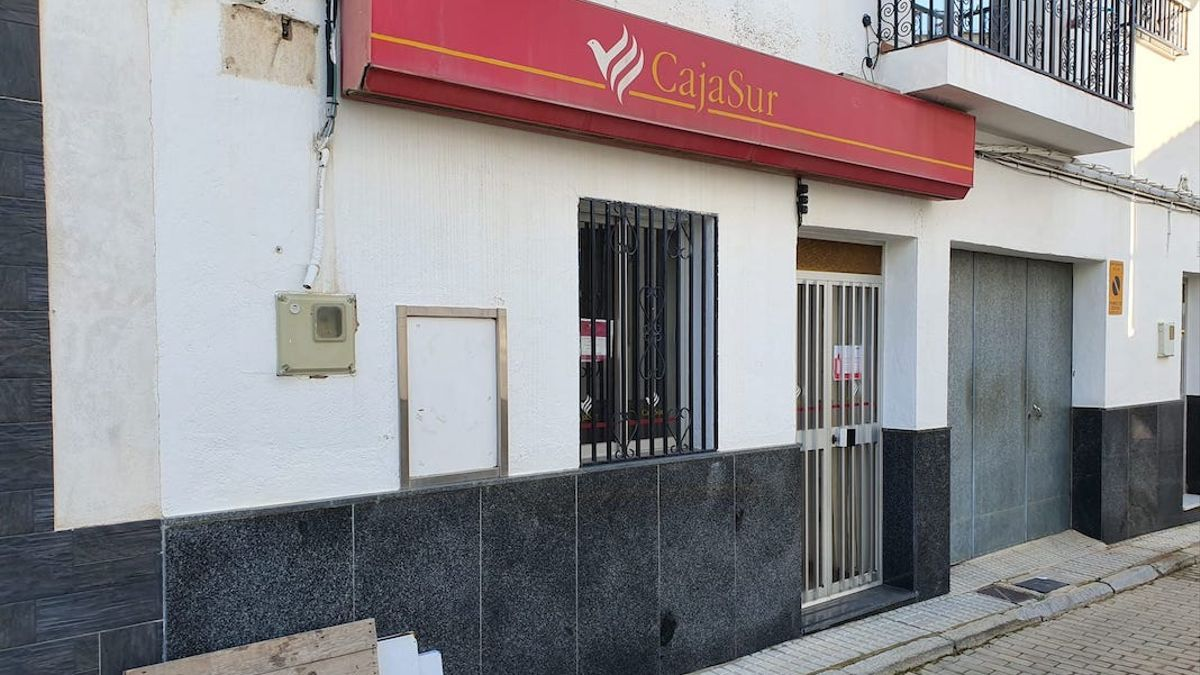 Oficina de Cajasur cerrada.
