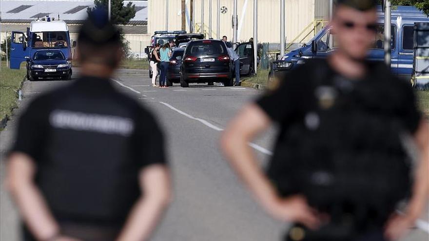 La policía rodea un grupo de atracadores en un centro comercial junto a París