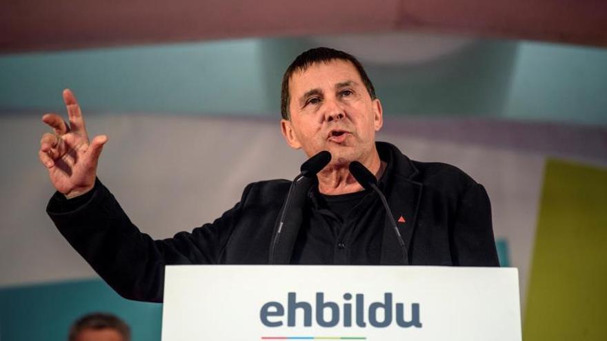 """Otegi dice que EH Bildu seguirá """"expulsando"""" a la derecha de donde pueda"""