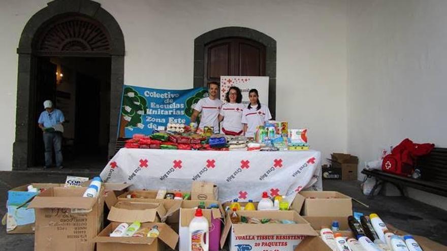 Alimentos y productos de higiene recaudados por Colectivo de Escuelas Unitarias de la Zona Este de La Palma.