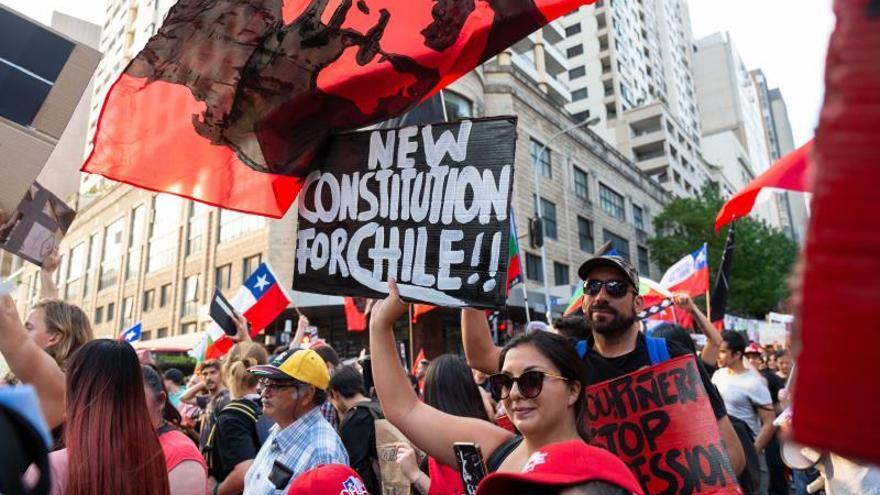 """Centenares de manifestantes corean """"¡Chile despertó!"""" en Australia"""