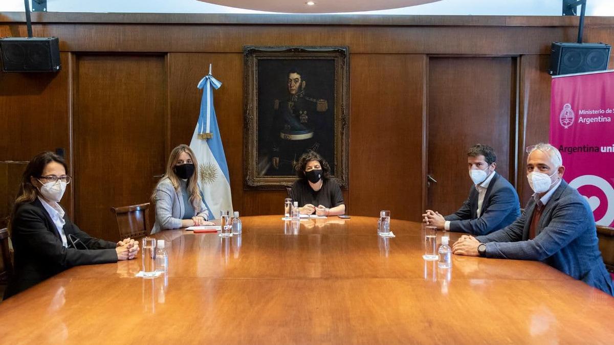 Vizzotti convocó a representantes de Astrazeneca para que informen los avances  sobre la vacuna producida en Argentina - elDiarioAR.com
