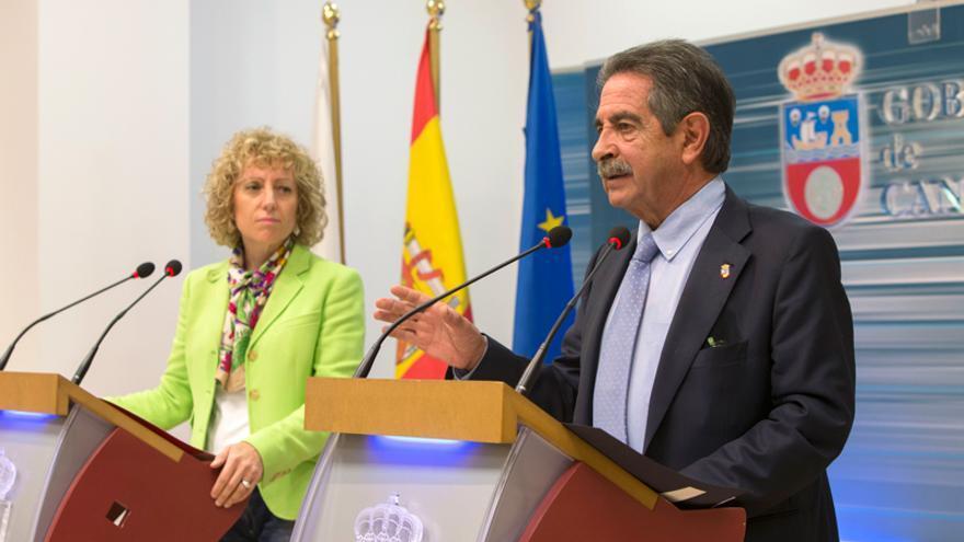 El presidente y la vicepresidenta de Cantabria, Miguel Ángel Revilla y Eva Díaz Tezanos, en rueda de prensa.