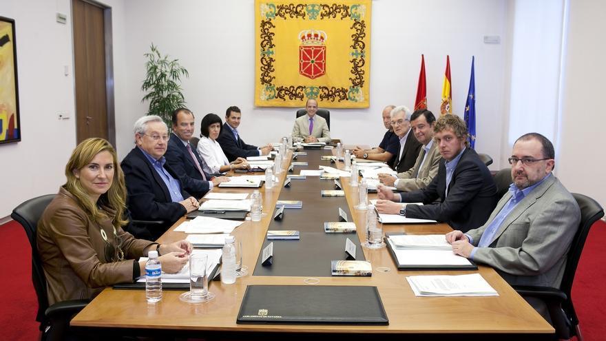 """Mesa y Junta debatirán una declaración para rechazar """"la injerencia"""" de Guipúzcoa por las señales sobre 'Euskal Herria'"""