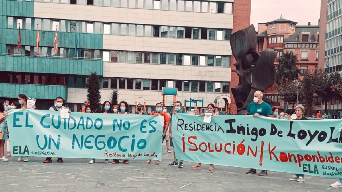 Una concentración de ELA para protestar por las condiciones de la residencia