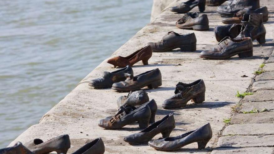 Memorial en el Danubio a su paso por Budapest / Vía Michelín