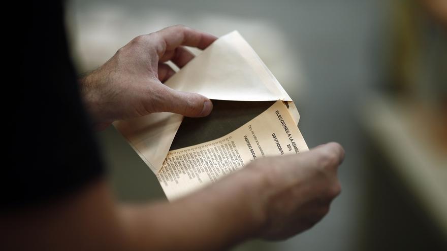 La participación roza el 46% a las 18.00 horas en Andalucía, 2,8 puntos menos que en 2011