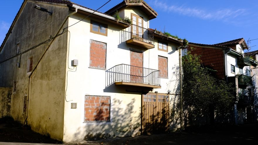 El Ayuntamiento declara en ruina dos casas en Adarzo