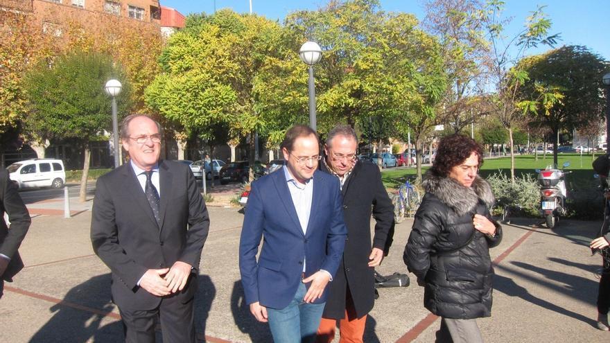 """Luena tacha a Rajoy de """"presidente avestruz"""" ante los debates y recuerda que """"queda tiempo para que dé la cara"""""""