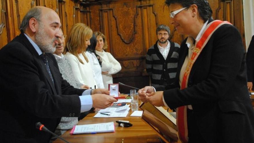 El alcalde de Calatayud, José Manuel Aranda, en la toma de posesión de la concejal de Deportes.