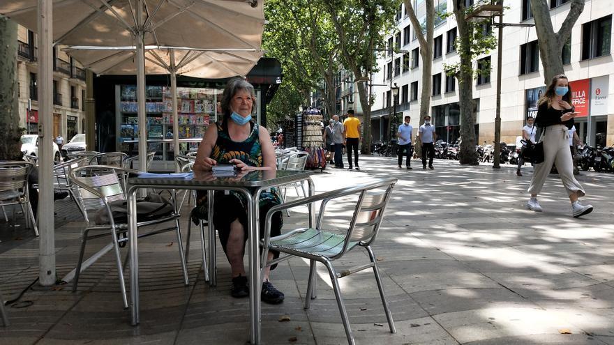 Teresa Picazo, sentada en la terraza del Cafè de l'Òpera, en la Rambla