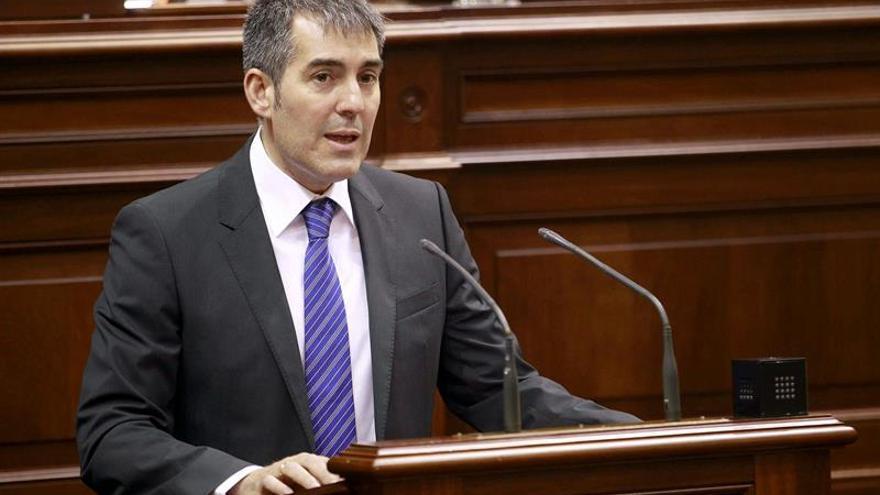 El candidato de CC a la Presidencia del Gobierno, Fernando Clavijo, durante su discurso de investidura .(EFE/Cristóbal García)