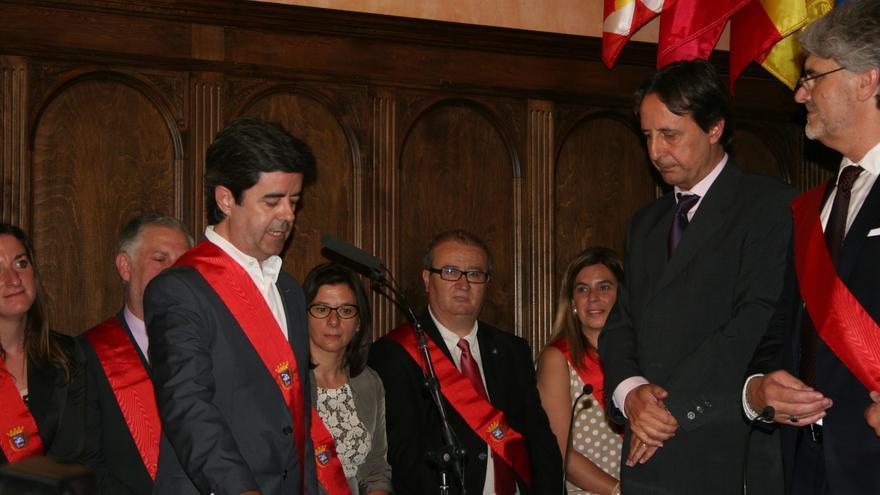 El alcalde de Huesca, Luis Felipe, en el acto de investidura