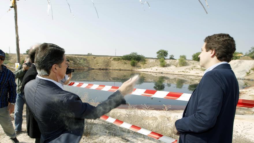 Inauguración de los trabajos en la laguna contaminadad de Arganda del Rey en julio de 2013.